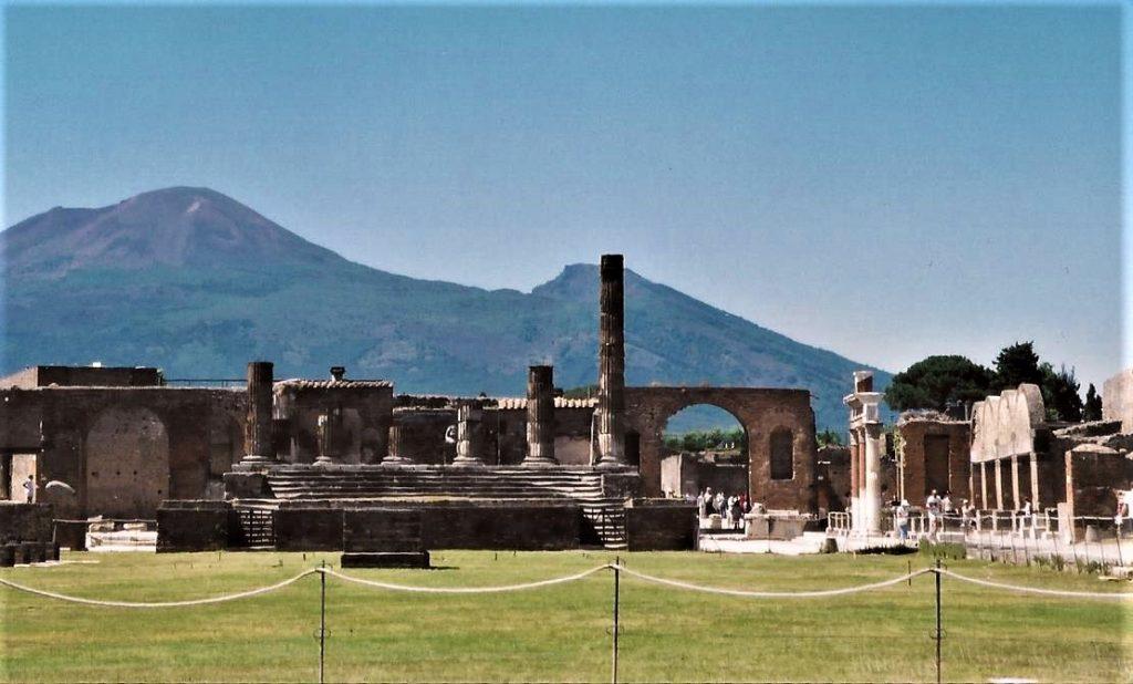 Vesuvius in background of Pompeii town