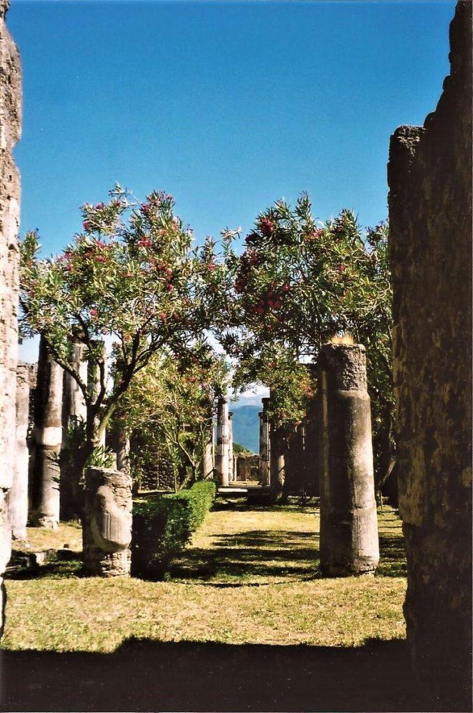 otium gardens, Roman columns, Italy