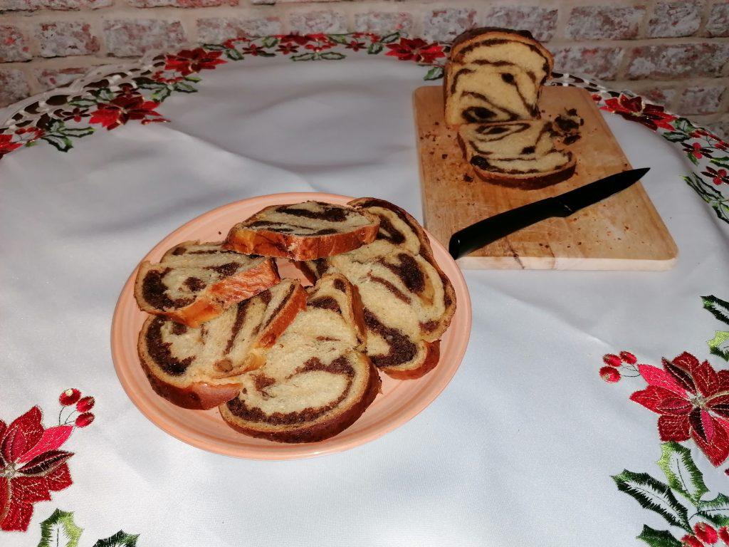 sliced cozonac