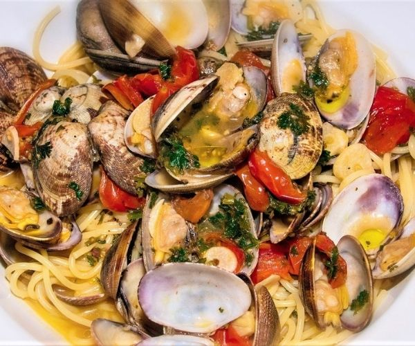 spaghetti with clams a special Valentine's day aphrodisiac recipe