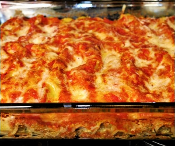 Baked cannelloni with spinach and ricotta