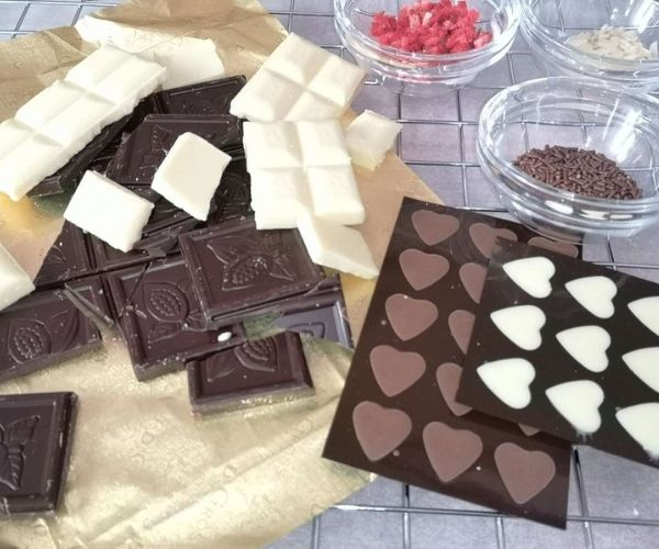 ingredients for chocolate-dipped strawberries