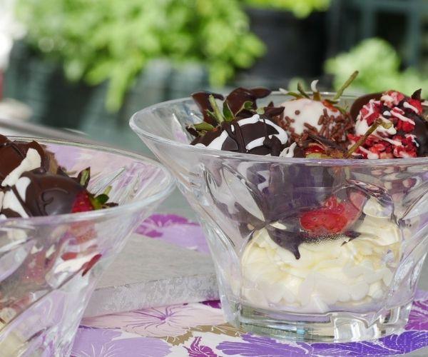 chocolate-dipped strawberry dish