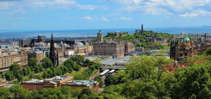 Panoramic view of Edinburgh